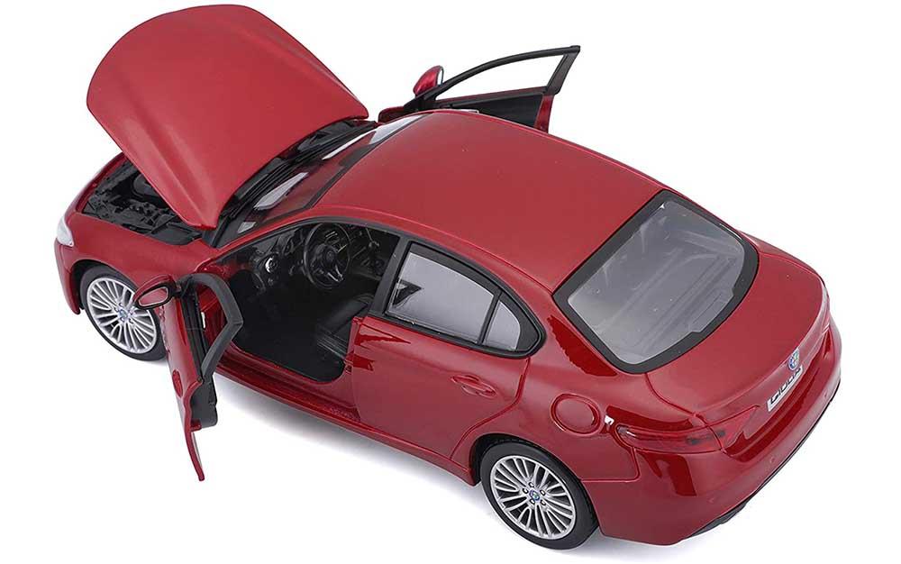 Bburago 1:24 Scale Alfa Romeo Giulia 2016 Die-Cast Scale Model Collectible Replica Miniature Toy Car