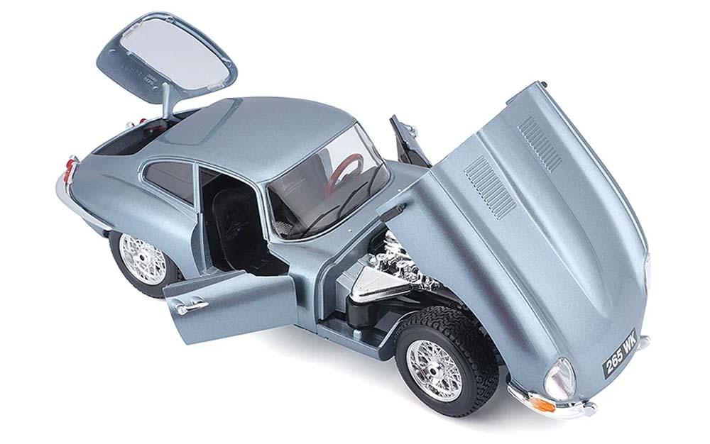 Bburago 1:18 Scale Jaguar E Type Coupe Die-cast scale model